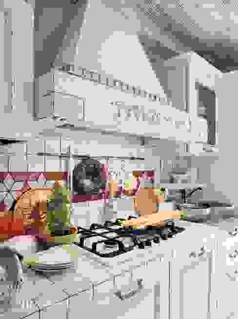 Cozinhas rústicas por ROMANO MOBILI dal 1960 Rústico