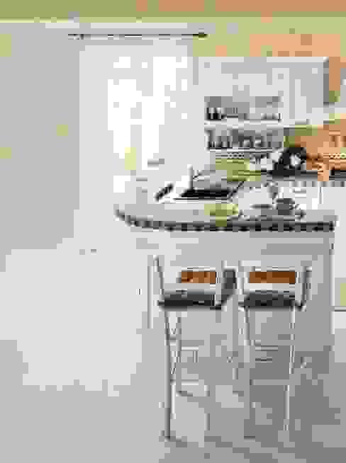 Rustikale Küchen von ROMANO MOBILI dal 1960 Rustikal