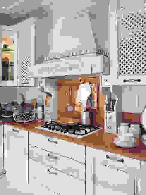 CUCINA ATENA Cucina in stile rustico di ROMANO MOBILI dal 1960 Rustico