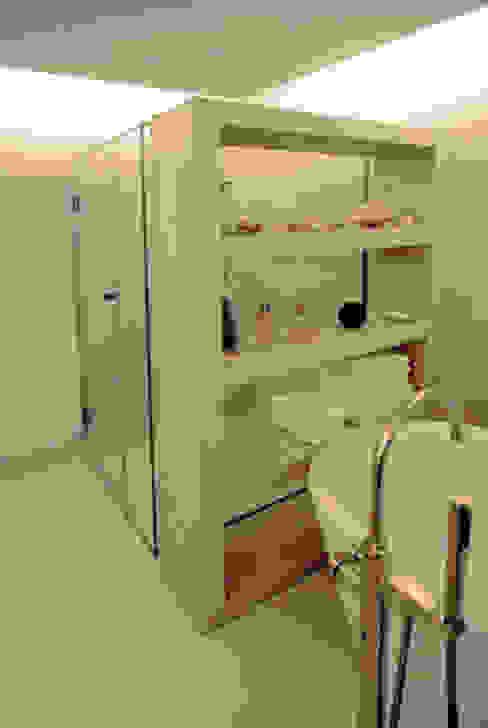Betonregal Moderne Badezimmer von material raum form Modern Beton