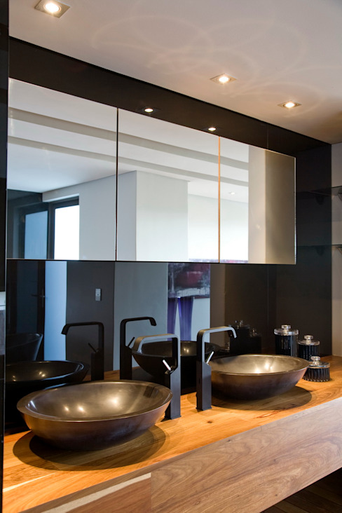 Bathroom by Nico Van Der Meulen Architects , Modern