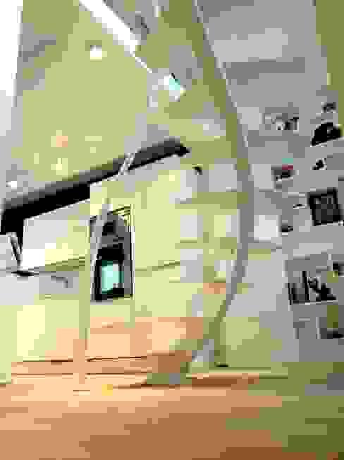 Escalier design Triangle La Stylique Couloir, entrée, escaliersEscaliers