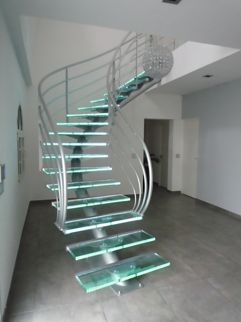 Vestíbulos, pasillos y escaleras de estilo  por La Stylique,