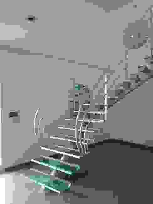 escalier design en verre homify Couloir, entrée, escaliersEscaliers