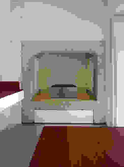 Apartamento Pedras Negras (2012): Cozinhas  por pedro pacheco arquitectos,Minimalista