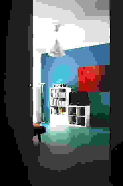 Blue Monday di Q&A Architecture Design Research Minimalista