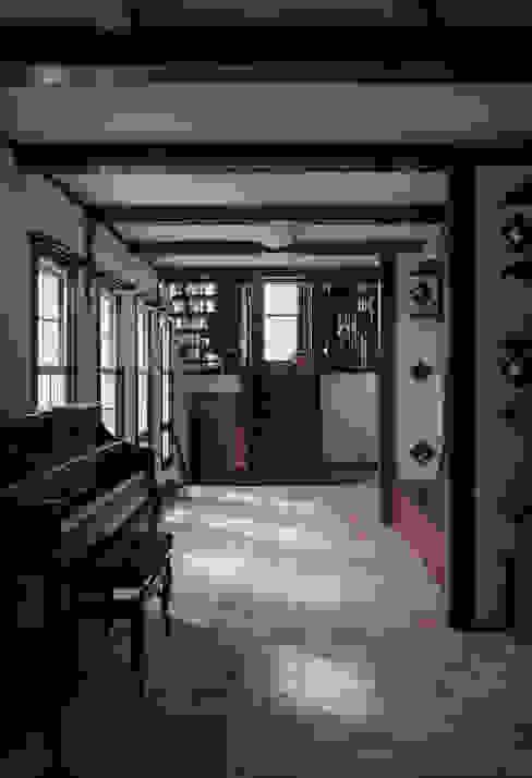 苦楽園のA邸 内部リビング: 一粒社ヴォーリズ建築事務所が手掛けたリビングです。