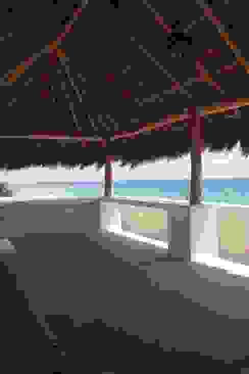 TRES AMIGOS Balcones y terrazas mediterráneos de axg arquitectos Mediterráneo