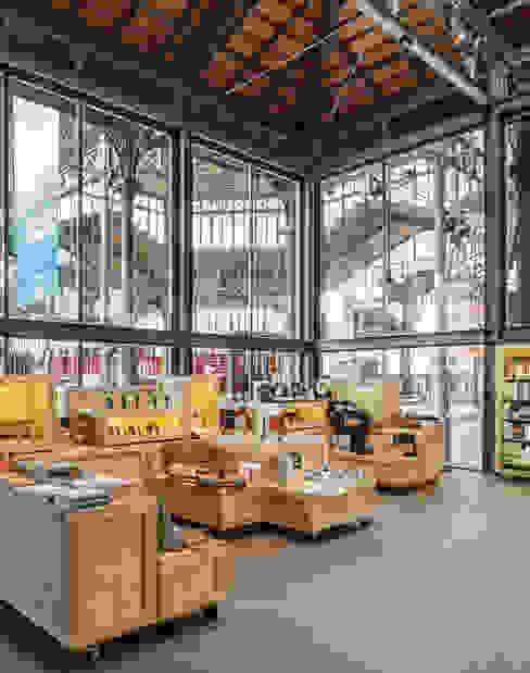 Espacios comerciales de estilo  por Jorge Pérez Vale Estudio