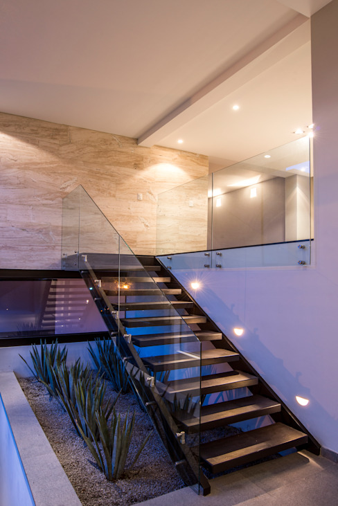 Eclectic style corridor, hallway & stairs by Sobrado + Ugalde Arquitectos Eclectic