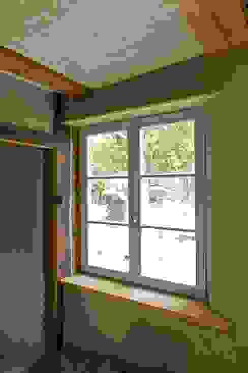 Fenster Rustikale Fenster & Türen von Gabriele Riesner Architektin Rustikal