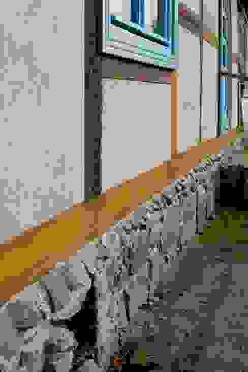 Feldsteinsockel Rustikale Häuser von Gabriele Riesner Architektin Rustikal