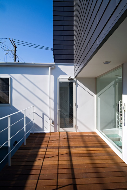 Terrazas de estilo  de ON ARCHITECTS / オン・アーキテクツ, Moderno