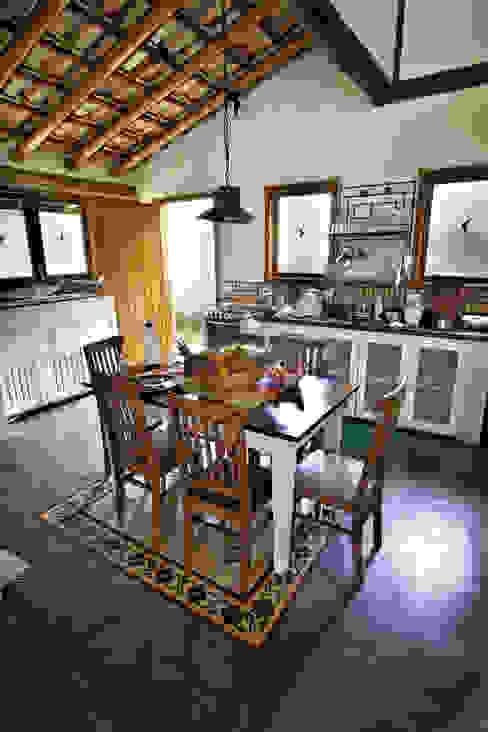 Rumah Gaya Rustic Oleh Bianka Mugnatto Design de Interiores Rustic