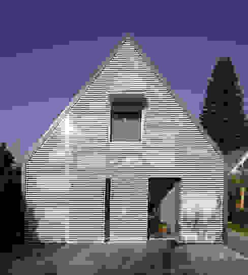 Modern Living Room by Haack + Höpfner . Architekten und Stadtplaner BDA Modern