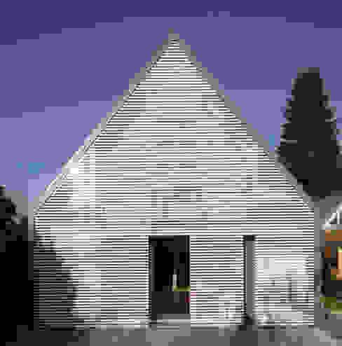 Salas modernas de Haack + Höpfner . Architekten und Stadtplaner BDA Moderno
