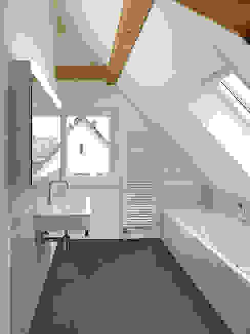 Projekty,  Łazienka zaprojektowane przez Cadosch & Zimmermann GmbH Architekten ETH/SIA,