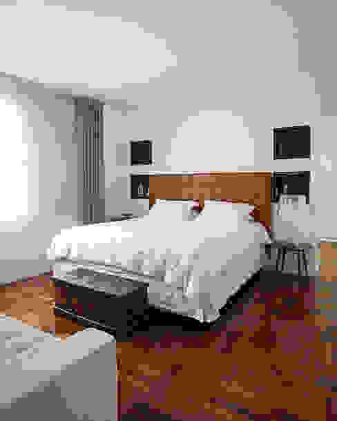 Classic style bedroom by BJG Decorações de Interiores Ltda Classic