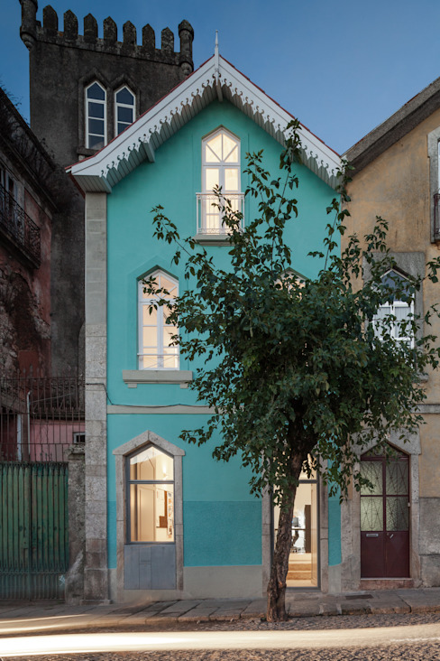The Three Cusps Chalet Case eclettiche di Tiago do Vale Arquitectos Eclettico