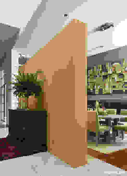 Salas de jantar modernas por MARIANGEL COGHLAN Moderno