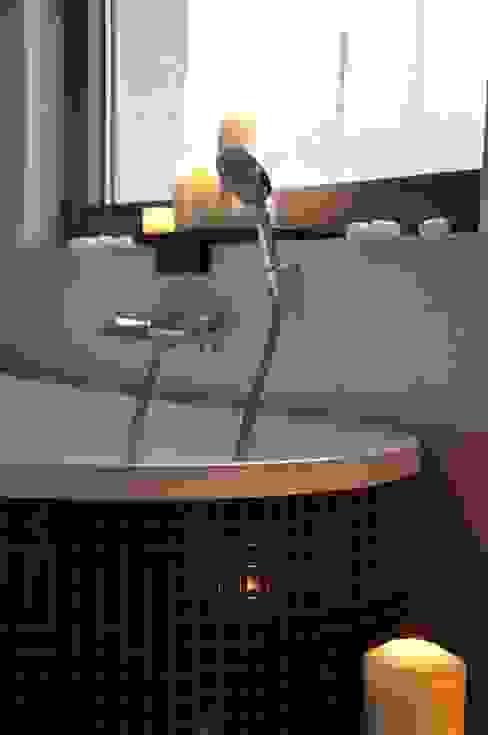 Moderne badkamers van Pracownia Projektowa Ola Fredowicz Modern