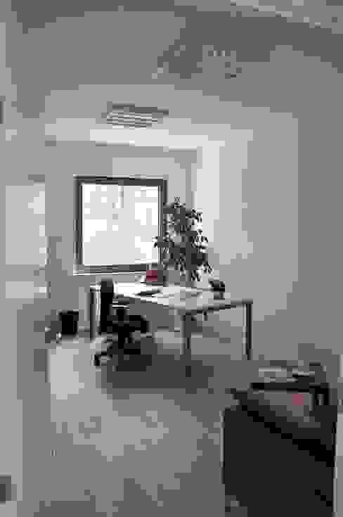 Moderne Arbeitszimmer von Pracownia Projektowa Ola Fredowicz Modern
