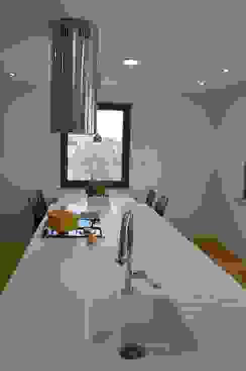 Cocinas de estilo moderno de Pracownia Projektowa Ola Fredowicz Moderno