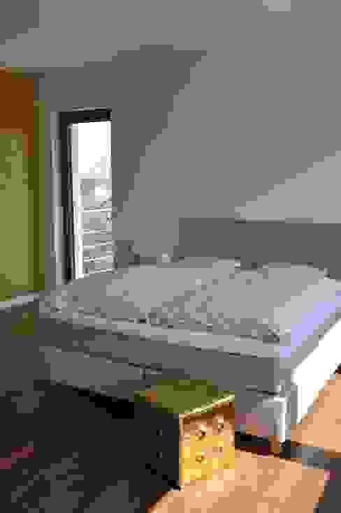Dormitorios de estilo moderno de Pracownia Projektowa Ola Fredowicz Moderno