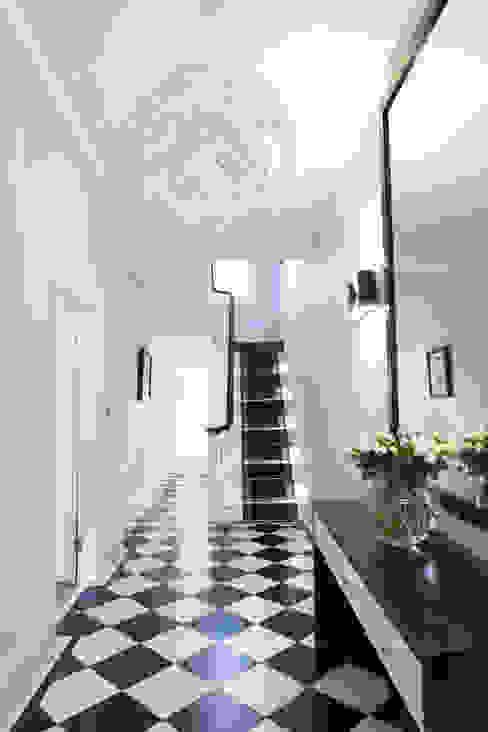 Hallway Modern corridor, hallway & stairs by Roselind Wilson Design Modern