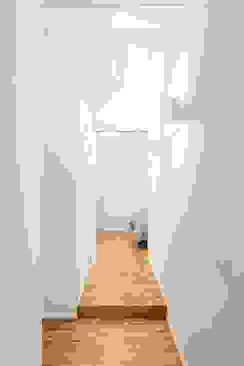 Moderner Flur, Diele & Treppenhaus von cristianavannini | arc Modern