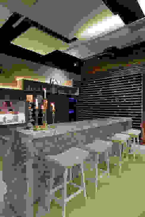 Gastronomia in stile rustico di Guardini Stancati Arquitetura e Design Rustico