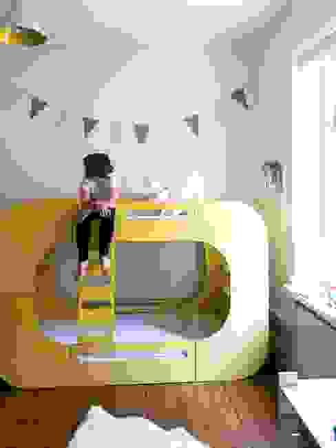 IO Bunk Pod Bunk Bed por E-Side Moderno