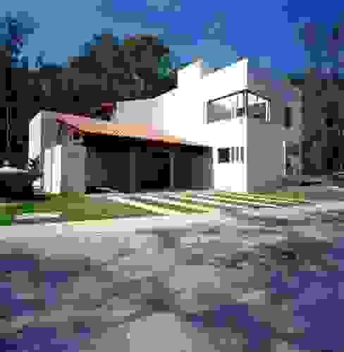 Fachada principal Casas modernas de Taller Luis Esquinca Moderno