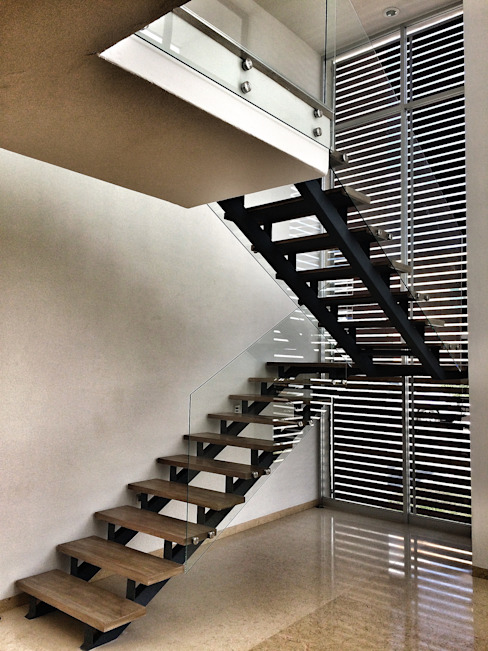 Modern Corridor, Hallway and Staircase by REM Arquitectos Modern