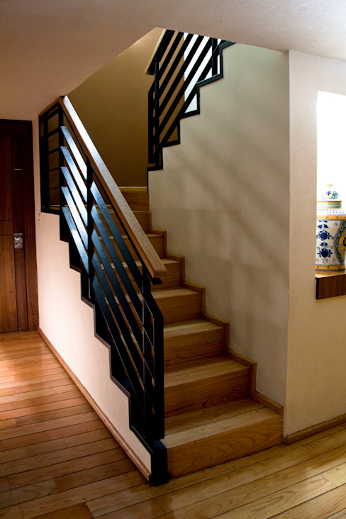 P.H. Bosque de Tejocotes.: Pasillos y recibidores de estilo  por REM Arquitectos, Moderno