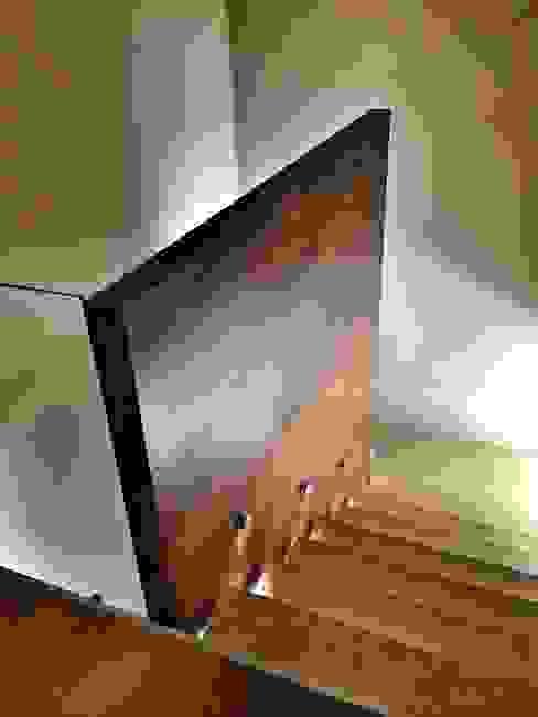 REM Arquitectos 玄關、走廊與階梯階梯
