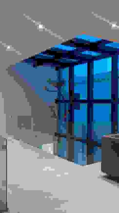 Puente de Acceso a Habitaciones Pasillos, vestíbulos y escaleras minimalistas de Vortex Arquitectos Minimalista