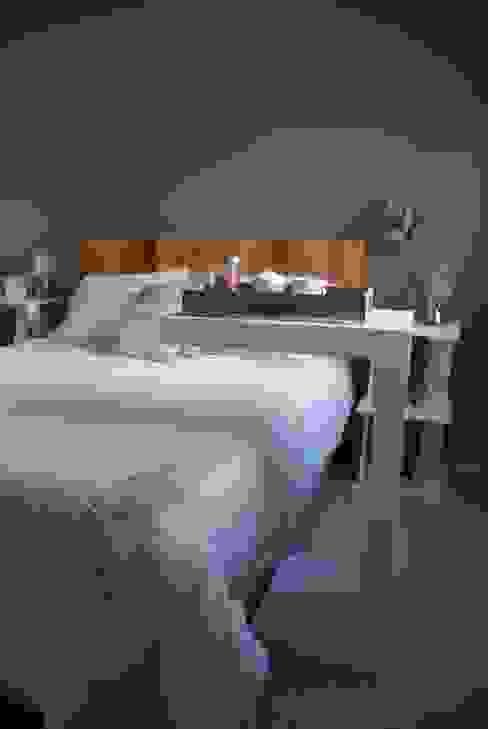 Mesa cama:  de estilo  por Muebles muc.,Moderno