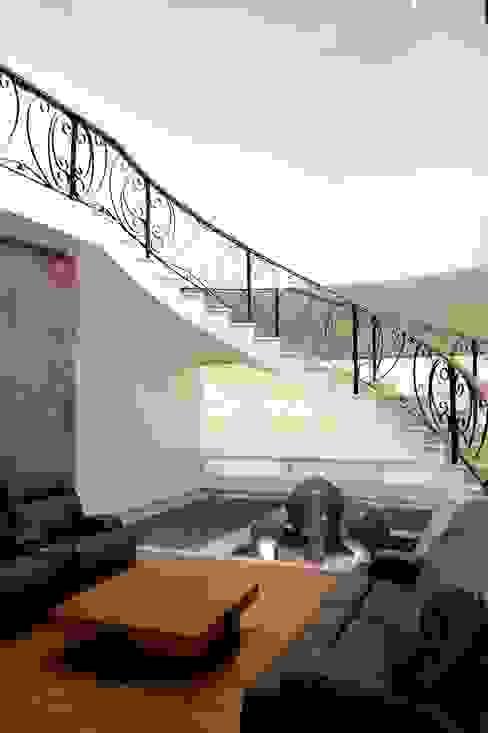 Corridor & hallway by Excelencia en Diseño, Classic
