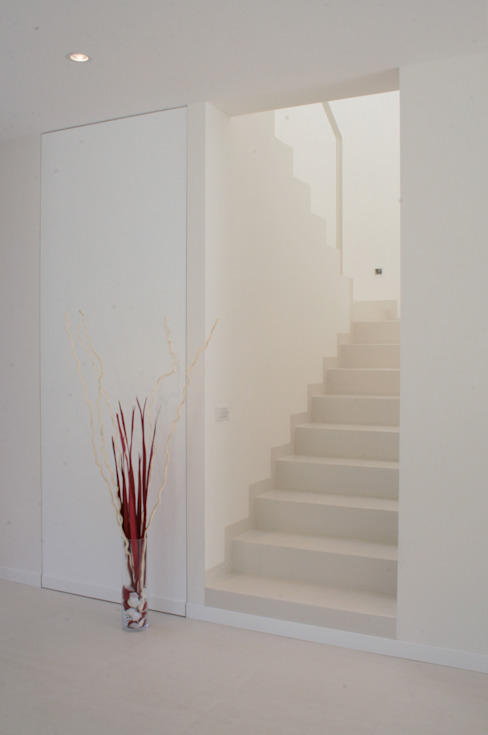 Modern Corridor, Hallway and Staircase by VALERI.ZOIA Architetti Associati Modern
