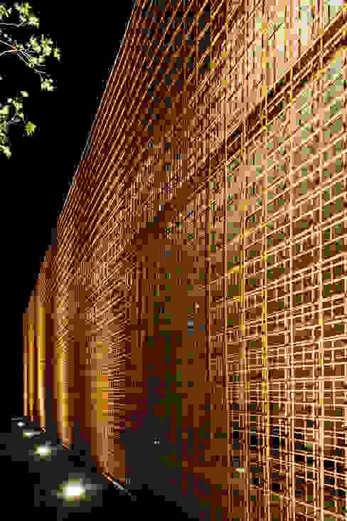 Galerías y espacios comerciales de estilo  por Studio MK27 , Industrial