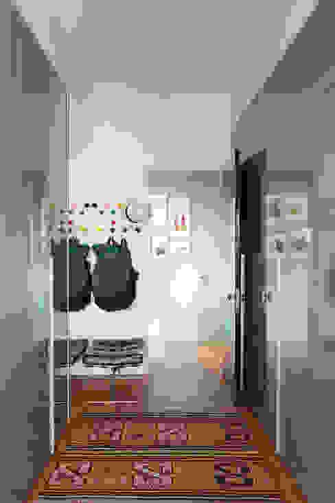 Residência Lorena Corredores, halls e escadas ecléticos por Mauricio Arruda Design Eclético