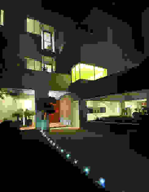Casas modernas: Ideas, imágenes y decoración de Lo Studio Mammini Candido Moderno