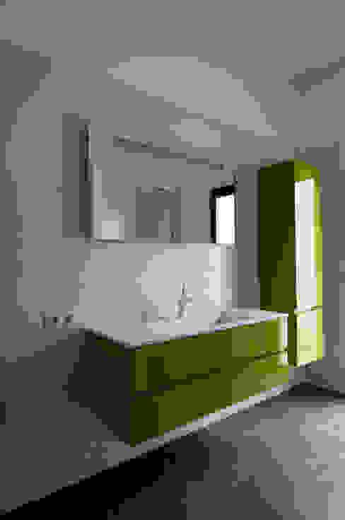Casas minimalistas por Frédéric Saint-cricq Architecte Minimalista