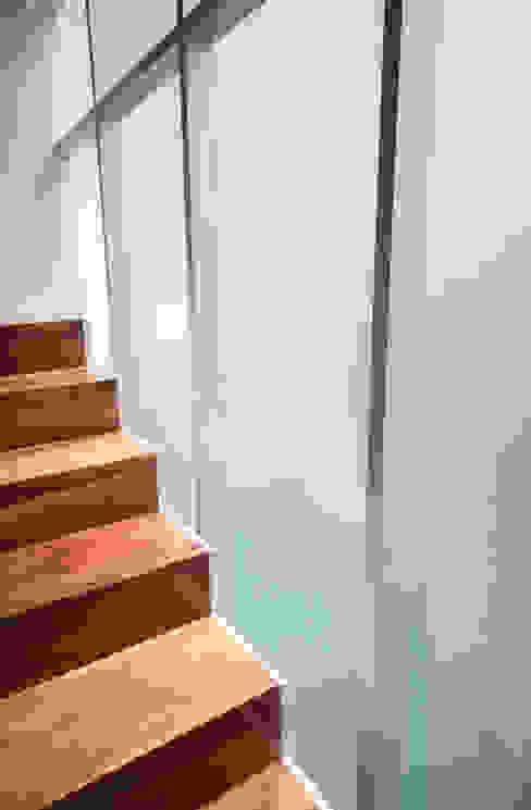 Detalle de Escalera. Casas modernas de TaAG Arquitectura Moderno