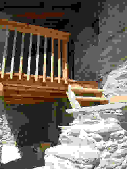 Couloir, entrée, escaliers minimalistes par AAT Studio Minimaliste