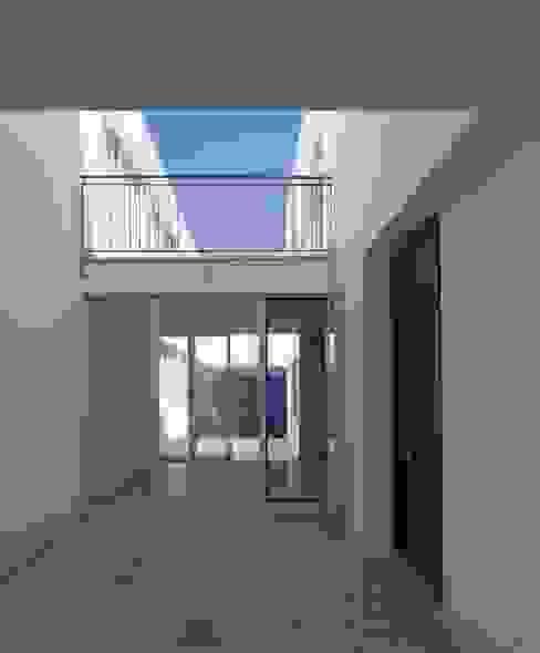 Patio de acceso a vivienda Espacios de gabriel verd arquitectos