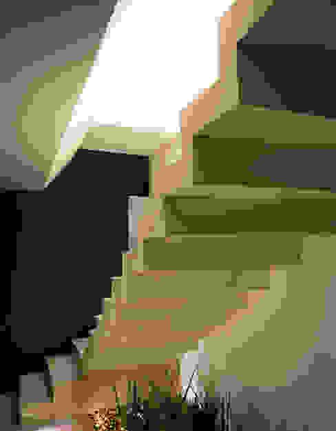 homify Couloir, entrée, escaliers modernes