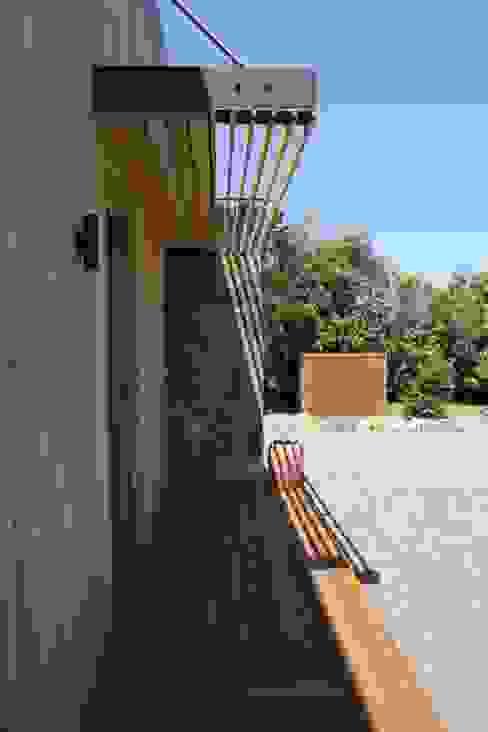 M House Nowoczesny balkon, taras i weranda od JAMIE FALLA ARCHITECTURE Nowoczesny Drewno O efekcie drewna
