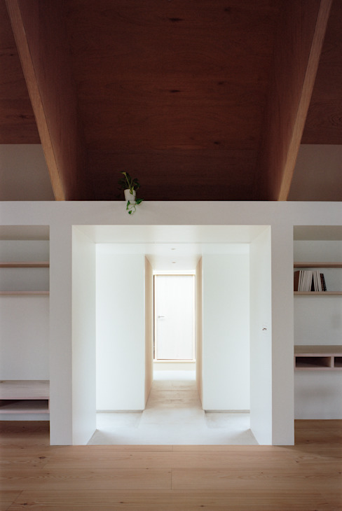 Koyanosumika Minimalistyczny korytarz, przedpokój i schody od ma-style architects Minimalistyczny